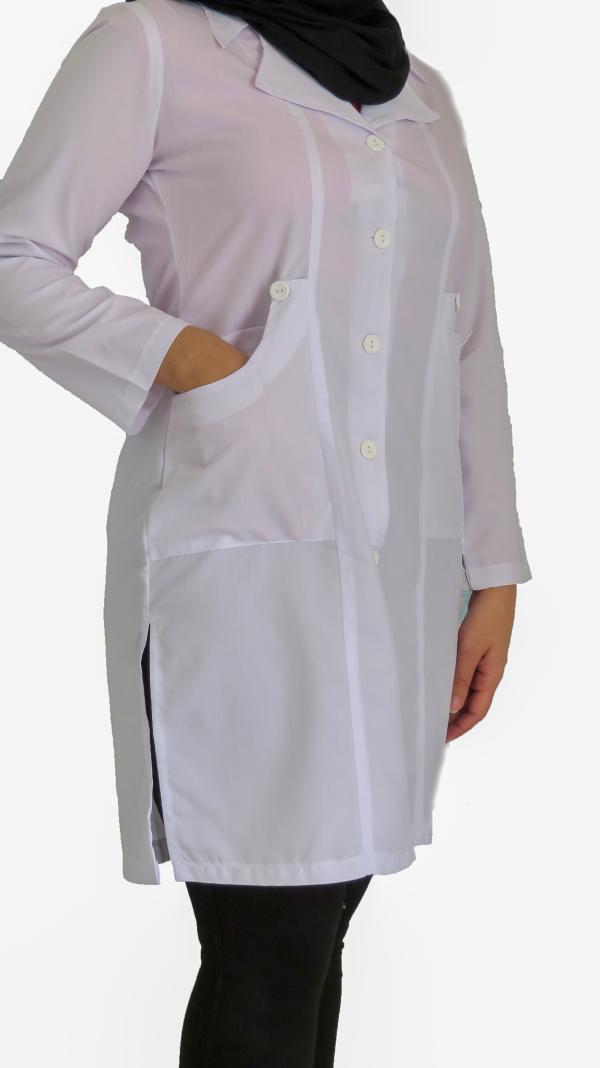 IMG 8574 copy 600x1068 - روپوش پزشکی زنانه یقه خرگوشی