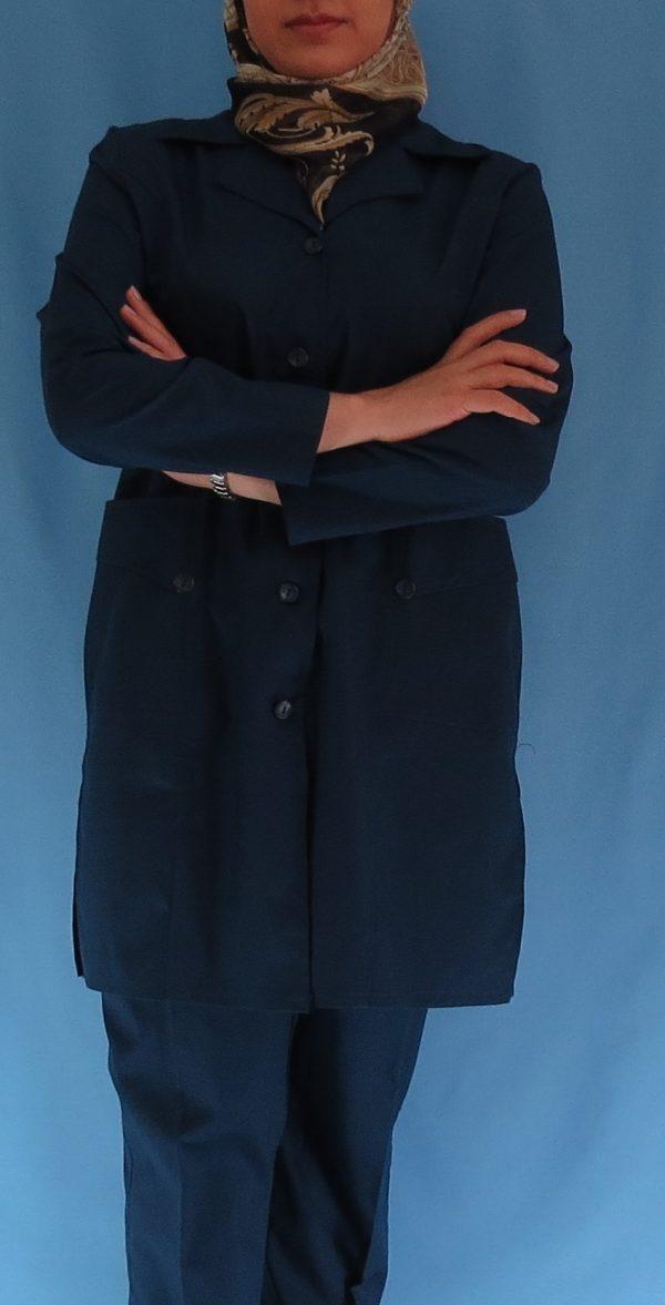 3 600x1177 - مانتو شلوار زنانه آبی نفتی مدل سه جیب