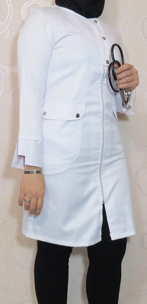 Zippi2 600x1238 - روپوش سفید زنانه زیپی دکمه فلزی