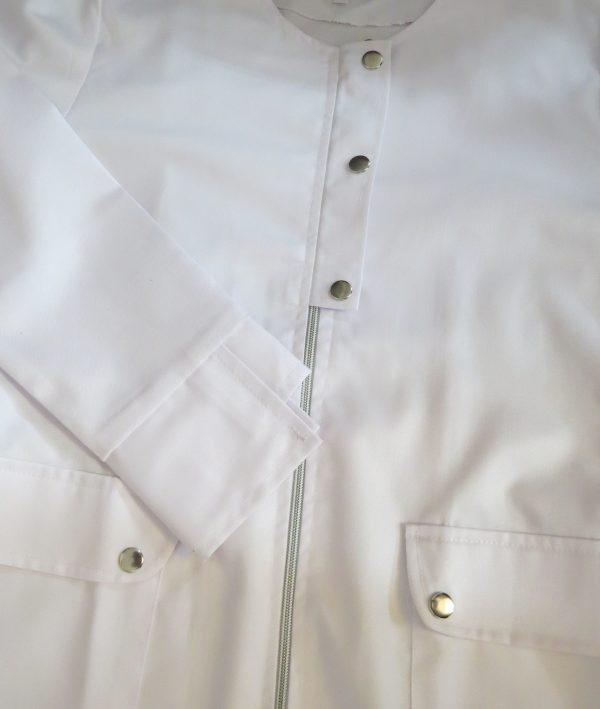 Zippi8 600x709 - روپوش سفید زنانه زیپی دکمه فلزی